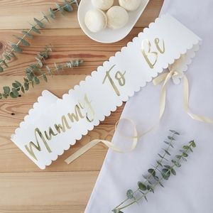 NWT Gold Foiled 'Mummy to be' Scalloped Sash